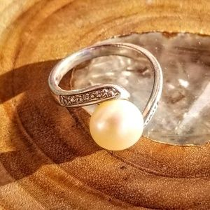 Sterling Silver Pearl Ring Size 8 🌟💕